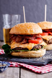 http://simply-delicious-food.com/2015/07/02/classic-bacon-and-cheeseburger/